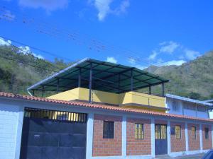Casa En Venta En Maracay, El Limon, Venezuela, VE RAH: 17-1116