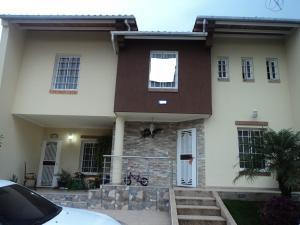 Casa En Venta En Cabudare, Los Samanes, Venezuela, VE RAH: 17-1102