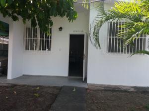 Casa En Venta En Valencia, Guacara, Venezuela, VE RAH: 17-1180