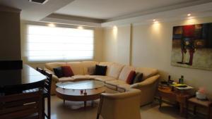 Apartamento En Venta En Maracaibo, Avenida Bella Vista, Venezuela, VE RAH: 17-1182