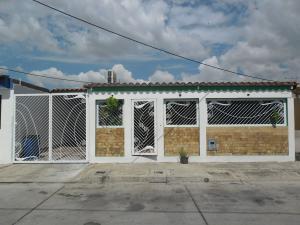 Casa En Venta En San Joaquin, Villas Del Centro, Venezuela, VE RAH: 17-1255