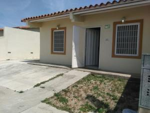 Casa En Venta En Guacara, Ciudad Alianza, Venezuela, VE RAH: 17-1256
