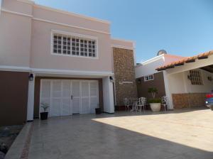 Casa En Venta En Punto Fijo, Puerta Maraven, Venezuela, VE RAH: 17-1261