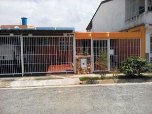 Casa En Venta En Municipio San Diego, Monteserino, Venezuela, VE RAH: 17-1305