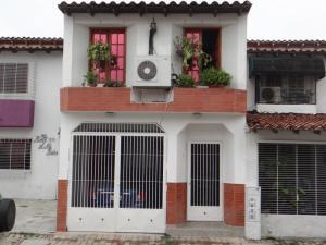 Casa En Venta En Municipio San Diego, Parqueserino, Venezuela, VE RAH: 17-1341