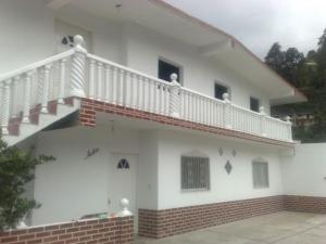 Casa En Venta En San Antonio De Los Altos, La Peña, Venezuela, VE RAH: 17-1322
