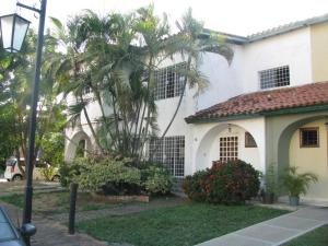 Casa En Venta En Valencia, Trigal Norte, Venezuela, VE RAH: 17-1328