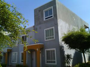 Townhouse En Venta En Maracaibo, Via La Concepcion, Venezuela, VE RAH: 17-1350