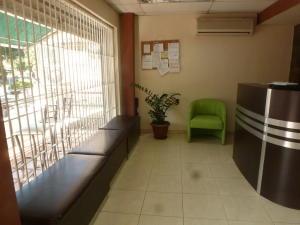 En Venta En Caracas - El Paraiso Código FLEX: 17-1370 No.3