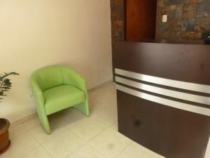 En Venta En Caracas - El Paraiso Código FLEX: 17-1370 No.14