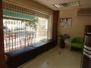 En Venta En Caracas - El Paraiso Código FLEX: 17-1370 No.16
