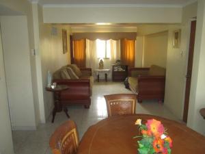 Apartamento En Venta En Maracaibo, El Milagro, Venezuela, VE RAH: 17-1430