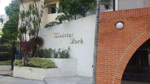 Apartamento En Venta En Valencia, Los Mangos, Venezuela, VE RAH: 17-1465