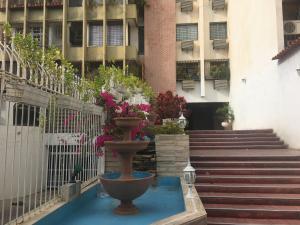 Apartamento En Venta En Maracaibo, Avenida Delicias Norte, Venezuela, VE RAH: 17-1523