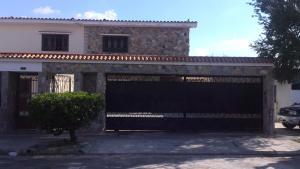 Casa En Venta En Valencia, Trigal Norte, Venezuela, VE RAH: 17-1585