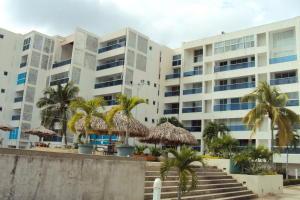 Apartamento En Venta En Tucacas, Tucacas, Venezuela, VE RAH: 17-1583