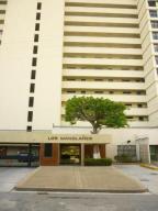 Apartamento En Venta En Higuerote, Ciudad Balneario Higuerote, Venezuela, VE RAH: 17-1604