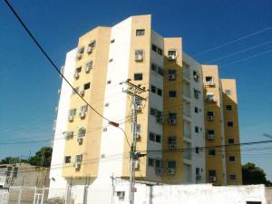 Apartamento En Venta En Maracay, Santa Rosa, Venezuela, VE RAH: 17-1659