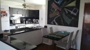 Apartamento En Venta En Maracaibo, La Lago, Venezuela, VE RAH: 17-1736