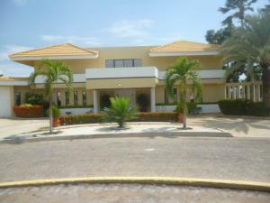 Casa En Venta En Lecheria, Complejo Turistico El Morro, Venezuela, VE RAH: 17-1738