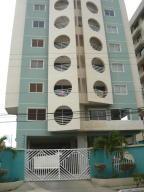 Apartamento En Alquiler En Lecheria, Calle Arismendi, Venezuela, VE RAH: 17-1792