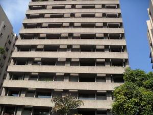 Apartamento En Venta En Caracas, Campo Alegre, Venezuela, VE RAH: 17-1811