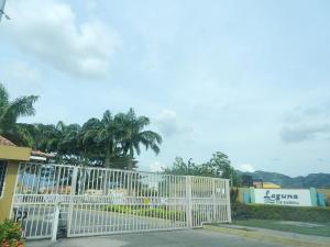 Townhouse En Venta En Municipio San Diego, Villas Laguna Club, Venezuela, VE RAH: 17-1812