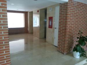 Apartamento En Venta En Caracas - La Bonita Código FLEX: 17-1816 No.3