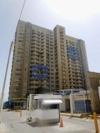 Apartamento En Venta En Catia La Mar, Playa Grande, Venezuela, VE RAH: 17-1