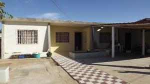Casa En Venta En Punto Fijo, Puerta Maraven, Venezuela, VE RAH: 17-1825