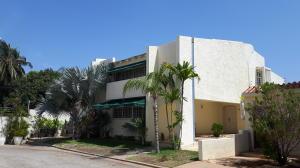 Townhouse En Ventaen Maracaibo, Avenida Milagro Norte, Venezuela, VE RAH: 16-9261