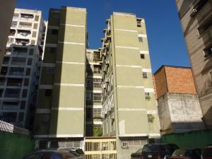 Apartamento En Venta En Maracay, Zona Centro, Venezuela, VE RAH: 17-1850