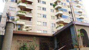 Apartamento En Venta En Caracas, Los Chaguaramos, Venezuela, VE RAH: 17-2233