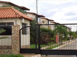 Casa En Venta En El Tigre, Sector Avenida Jesus Subero, Venezuela, VE RAH: 17-1930