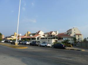 Apartamento En Venta En Lecheria, Av Americo Vespucio, Venezuela, VE RAH: 17-1945