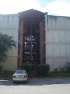 Apartamento En Venta En Guarenas, Nueva Casarapa, Venezuela, VE RAH: 17-1941