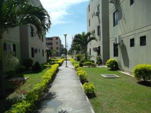 Apartamento En Venta En Municipio Los Guayos, Buenaventura, Venezuela, VE RAH: 17-2307