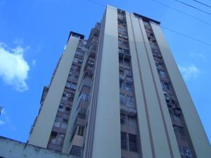 Apartamento En Venta En Maracay, Zona Centro, Venezuela, VE RAH: 17-1942