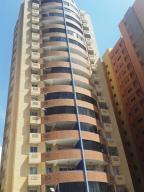 Apartamento En Venta En Valencia, Las Chimeneas, Venezuela, VE RAH: 17-1960