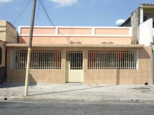 Casa En Venta En Valencia, La Candelaria, Venezuela, VE RAH: 16-19413