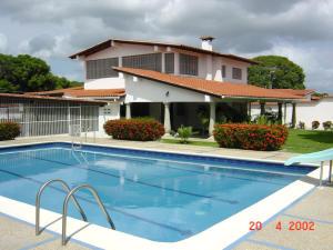 Apartamento En Ventaen Rio Chico, Las Mercedes De Paparo, Venezuela, VE RAH: 17-2008