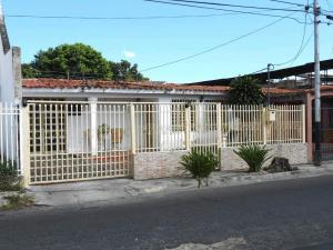 Casa En Venta En Maracay, La Esmeralda, Venezuela, VE RAH: 17-2019