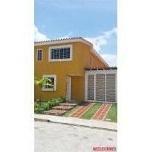 Townhouse En Venta En Guatire, Sector San Pedro, Venezuela, VE RAH: 16-5149