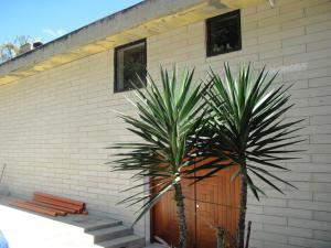 Casa En Venta En Caracas, Los Guayabitos, Venezuela, VE RAH: 16-9699