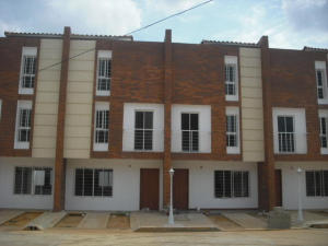 Townhouse En Venta En Maracaibo, Zona Norte, Venezuela, VE RAH: 17-2084