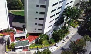 Apartamento En Venta En Caracas - Alto Prado Código FLEX: 17-2183 No.2
