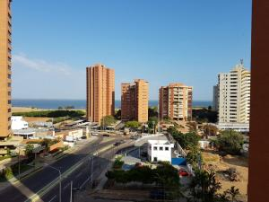 Apartamento En Venta En Maracaibo, 5 De Julio, Venezuela, VE RAH: 17-2101