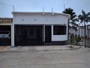Casa En Venta En Guacara, Tesoro Del Indio, Venezuela, VE RAH: 17-2168