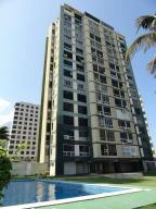 Apartamento En Venta En La Guaira, Sector Las Quince Letras, Venezuela, VE RAH: 17-2204