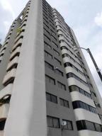 Apartamento En Venta En Caracas, Alto Prado, Venezuela, VE RAH: 17-2236